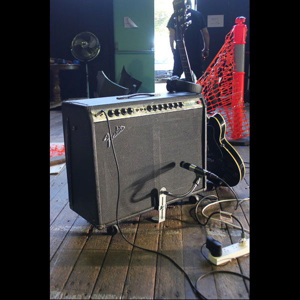 Bergerk Mobile Studio & CSY Mount on a Fender Twin Combo(3)
