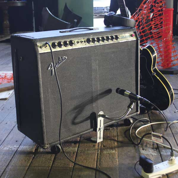 CANTSTANDYA Microphone Mount used on a Fender Combo Amp