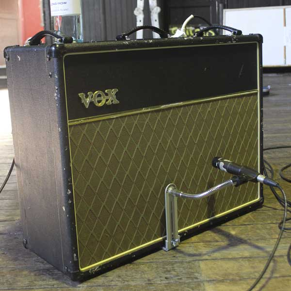CANTSTANYA Microphone Mount used on a Vox Combo Amp